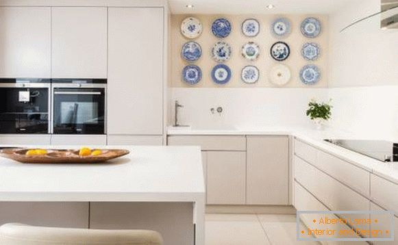 How to decorate a wall in the kitchen above the table - photos of the best ideas
