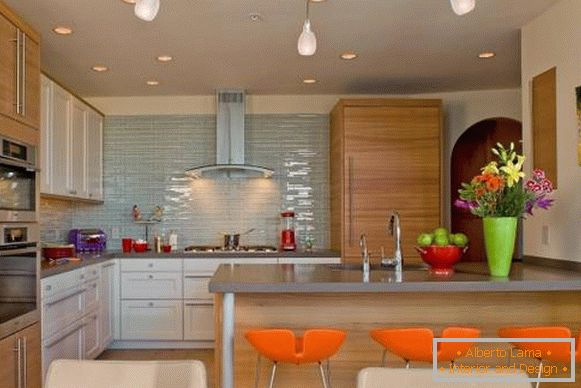How to decorate the kitchen with bright accents and chairs