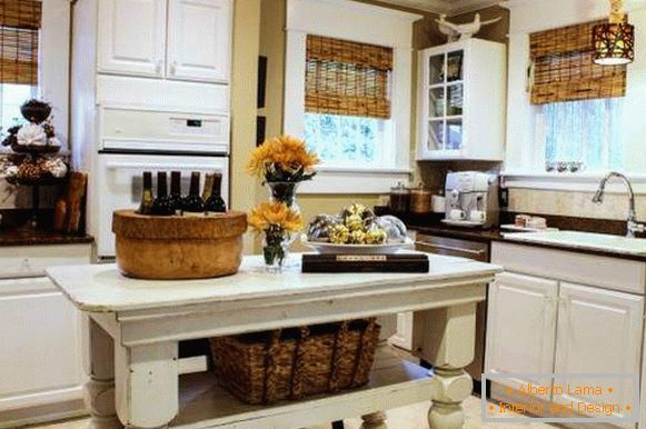 Interesting ideas for the kitchen - wicker and rustic decor