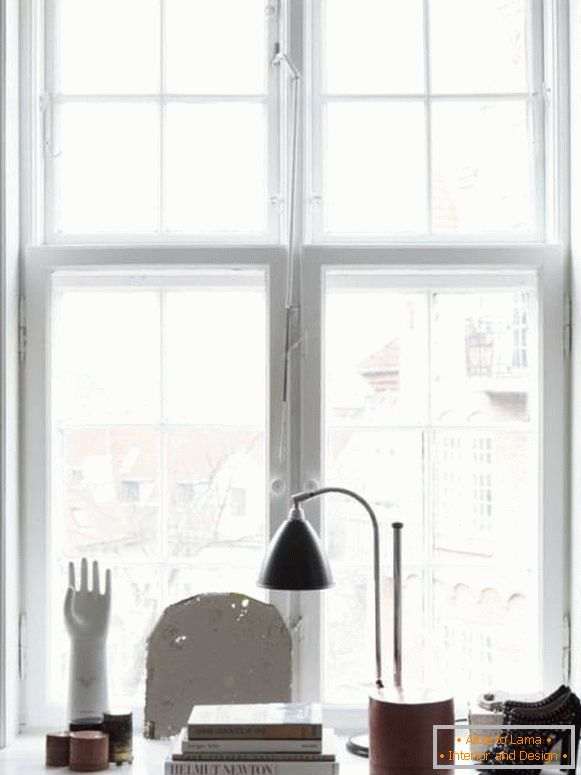 Artistic decoration of a window sill