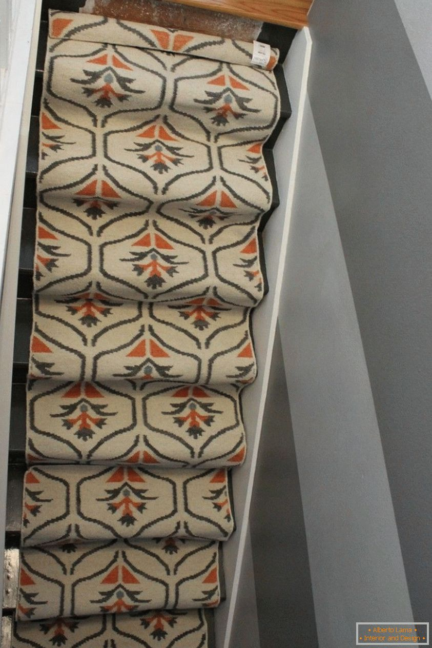 The width of the carpet corresponds to the size of your staircase