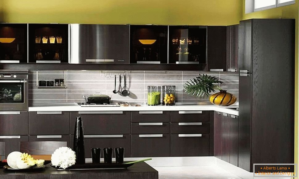 Kitchen wenge color in combination with pistachio walls