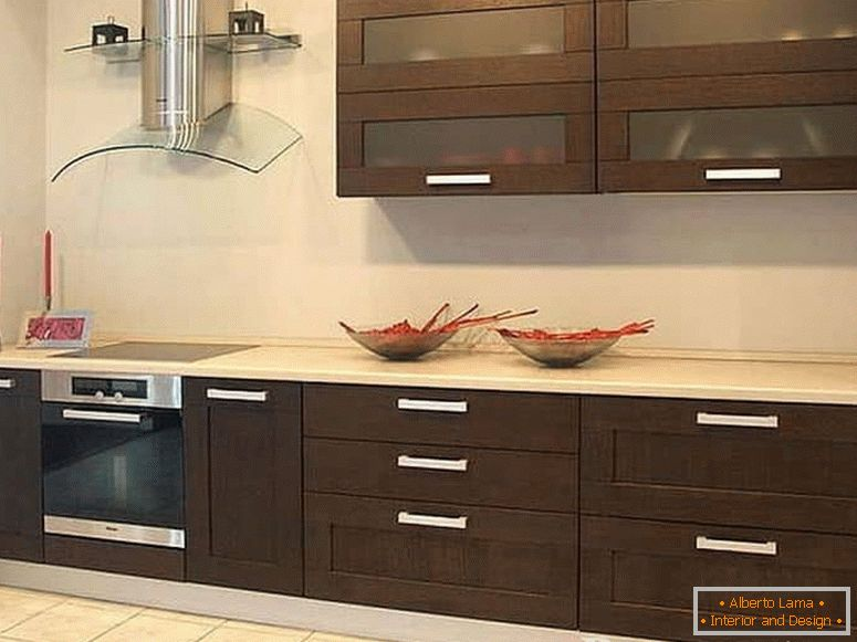 Small kitchen in wenge color