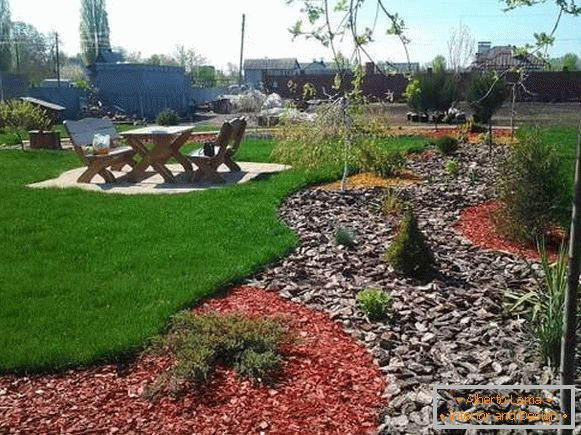 Beautiful landscaping yard design with their own hands - photo layout