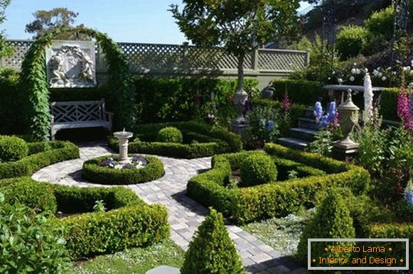 Landscaping of the courtyard of a private house, photo 12