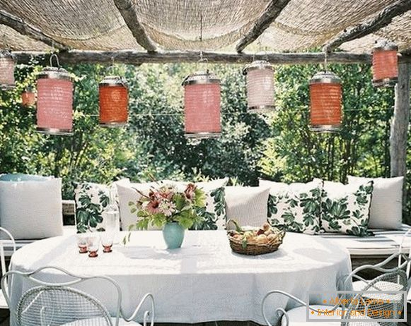 Decorative decorations in a summer kitchen with a veranda, photo 4