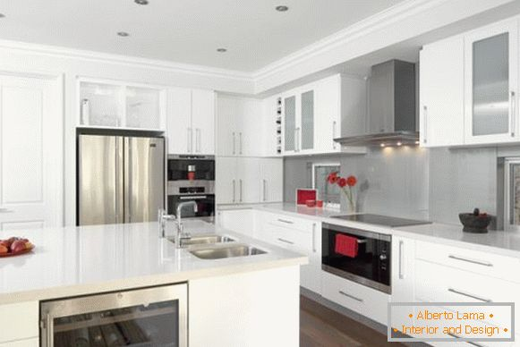 Glossy kitchen in white tones