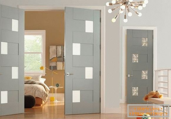Light color of doors and floors in the interior - photo