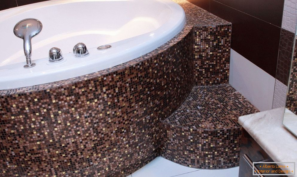 Mosaic on curved surfaces in the bathroom