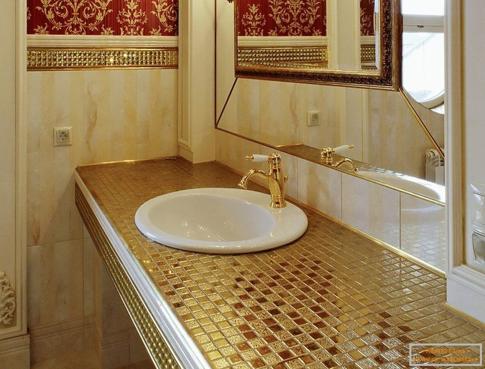 Mosaic tiling of small elements in the bathroom