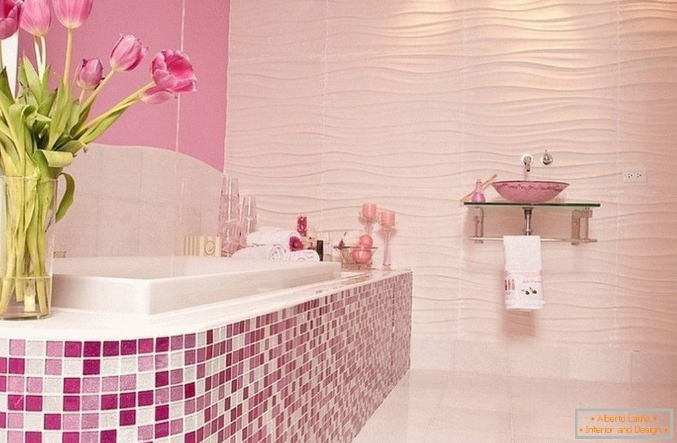 Bathroom in pink with mosaic