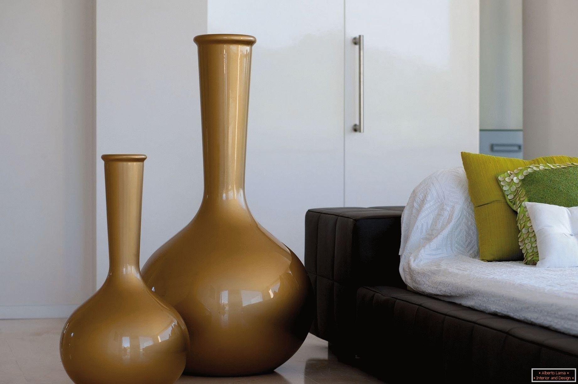 Bedroom decoration with vases