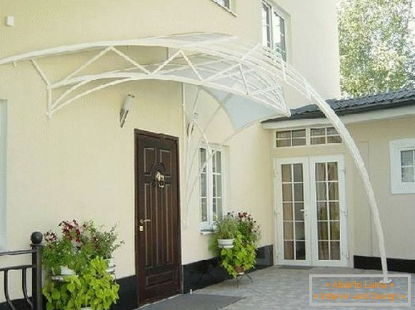 Polycarbonate awnings in a private house, photo 1