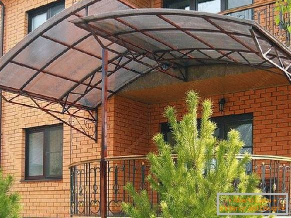 Polycarbonate awnings in the courtyard of a private house, photo 4