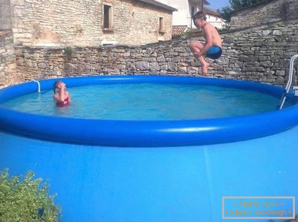 Modern inflatable pools - photos on the cottage site
