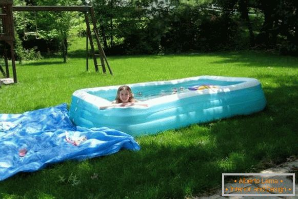 A small children's pool - a photo of an inflatable pool