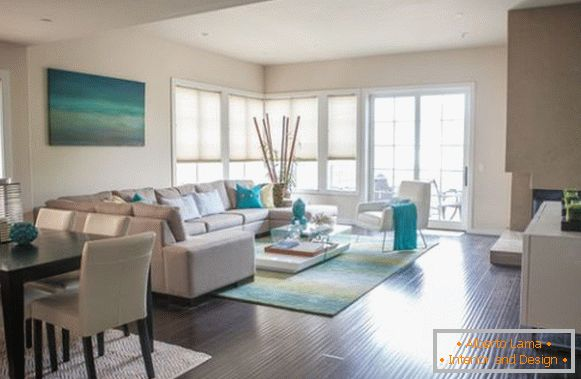 Turquoise accents in the bright living room