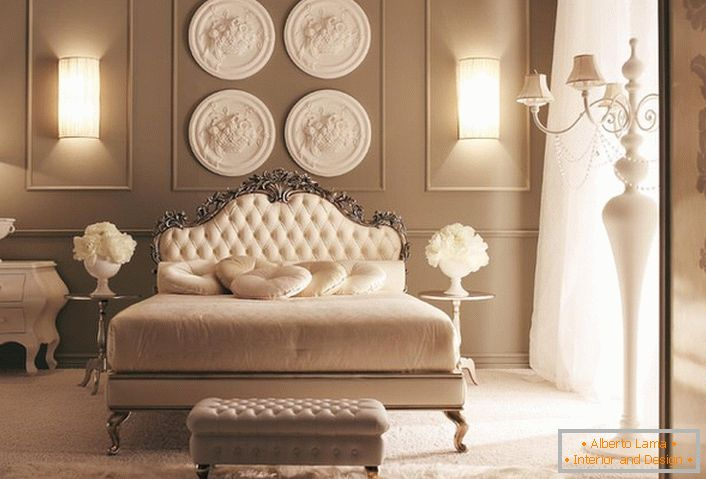 An example of perfectly matched lighting for a neoclassic-style bedroom.