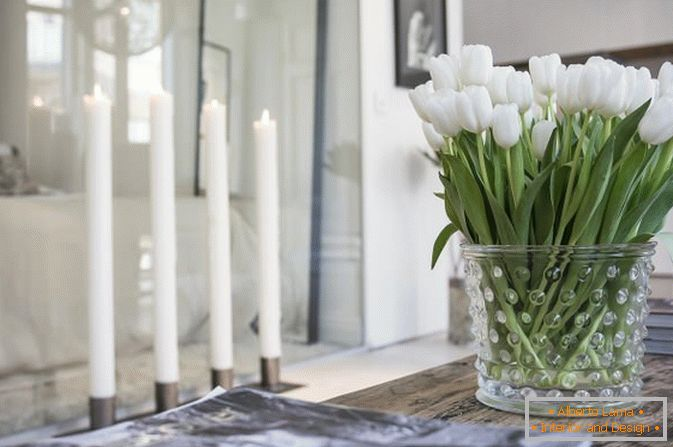 Flowers in the interior of studio apartments in Scandinavian style