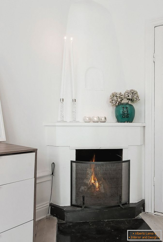 Fireplace in studio apartment in Scandinavian style