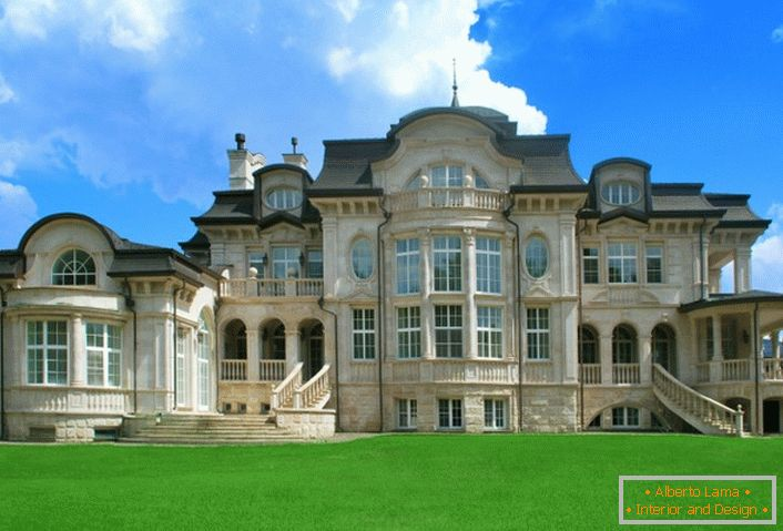 Finishing the facade of natural stone in gray-beige tones is the right choice for the Baroque style.