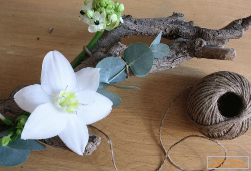 Do not forget to decorate the branch not only with flowers, but with leaves