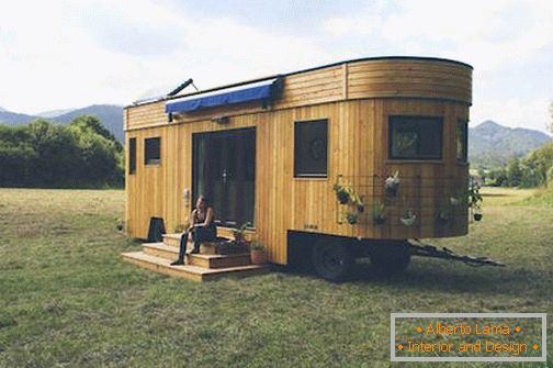 Exterior of mobile home on wheels