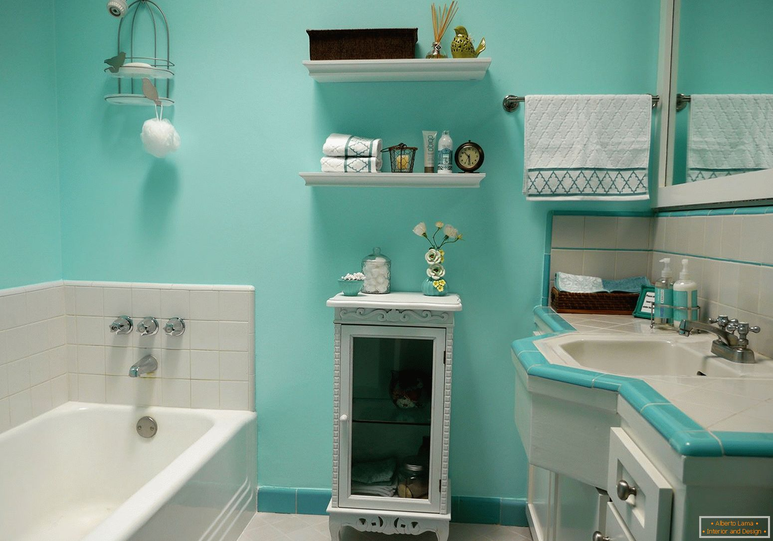 Turquoise walls in the bathroom