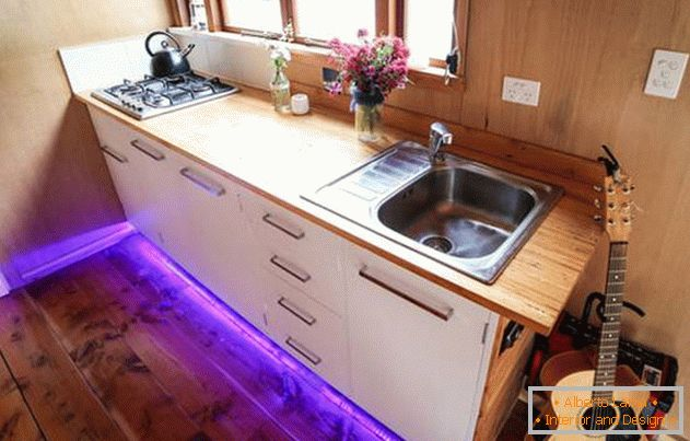 The project of a very small house on wheels: kitchen furniture