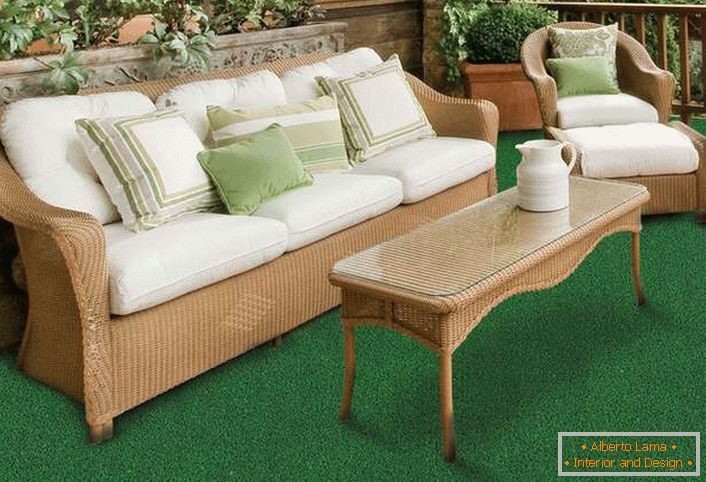 Short-cropped artificial lawn