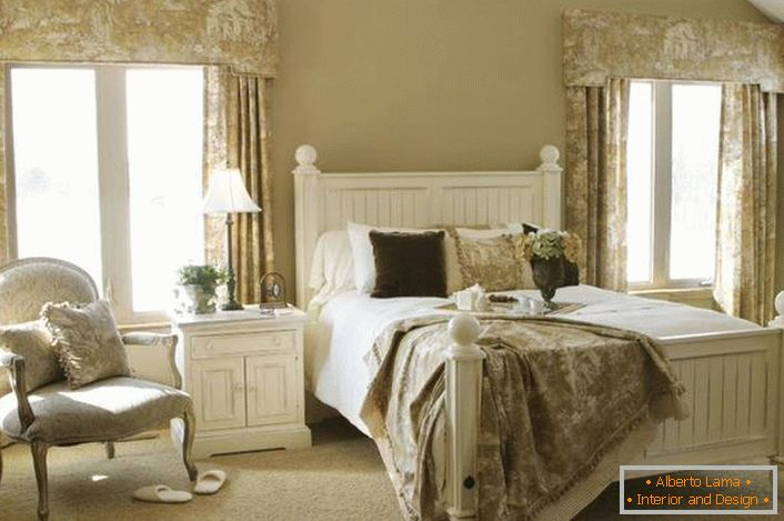 Romantic style in the guest bedroom is a unique elegance. Light beige finish colors in combination with white furniture look gentle, create a comfortable atmosphere for relaxation.