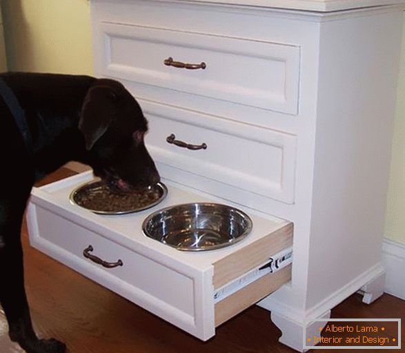 Chest of drawers with drawers for bowls