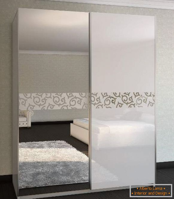 Modern coupé cabinets - photo design in the bedroom with a mirror