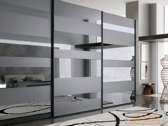 The ideas of the closet in the bedroom - a modern design with a mirror