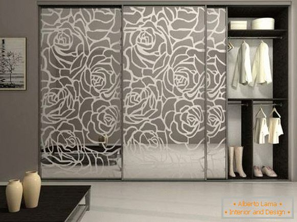 Beautiful coupé cabinets in the bedroom - photo design with a picture