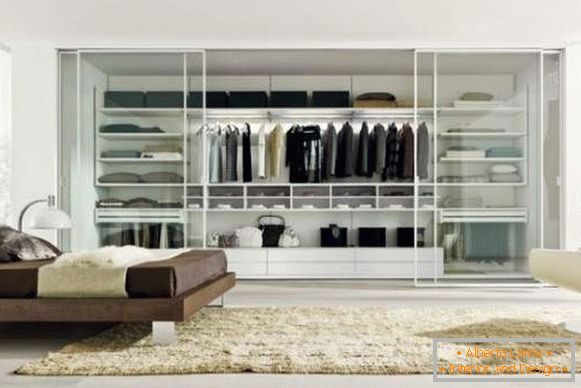 Filling the wardrobe compartment in the bedroom - the best ideas with a photo