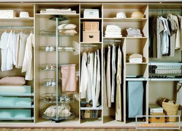 Unusual filling of the wardrobe compartment in the bedroom in a rotating rack