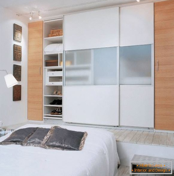 Idea for lighting a wardrobe in the bedroom