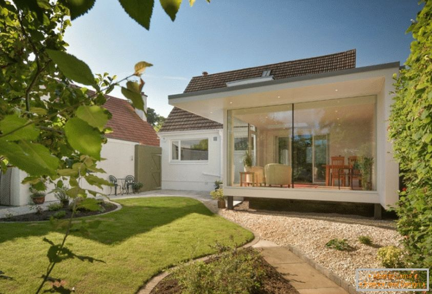 A modern house with Garden Room Garden from Capital A Architecture