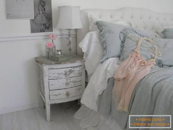 Bedroom in the style of the cheby chic in gray, pink and white