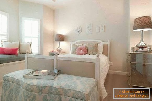 Light colors in the bedroom