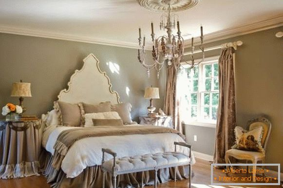 The combination of classic style and chic chic in the bedroom