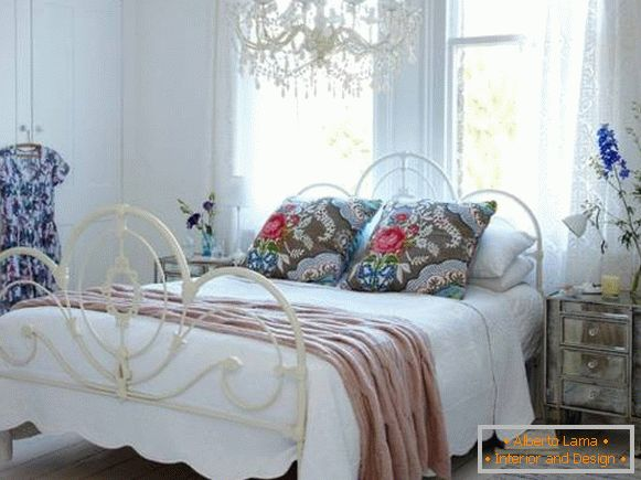Flower patterns in the design of the bedroom in the style of the Chebbi + Provence