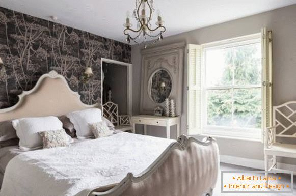 Shebbie chic in the interior of the bedroom with brown and cream tones