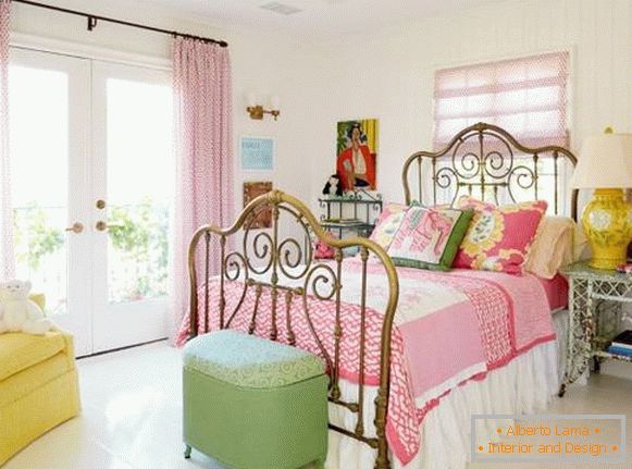 Interior of the bedroom in the style of a shebbie chic - photos in bright colors