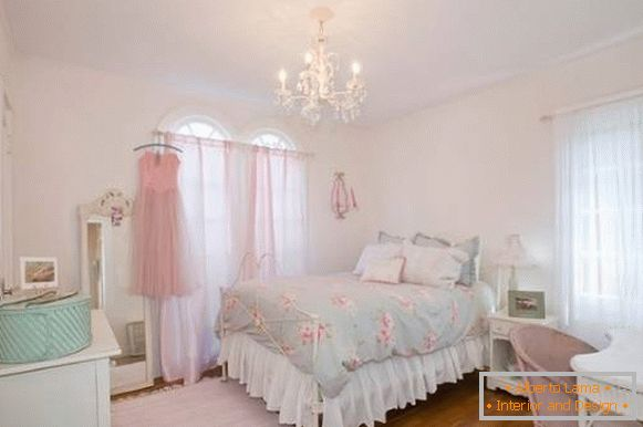 Bedroom cheby chic in pastel colors