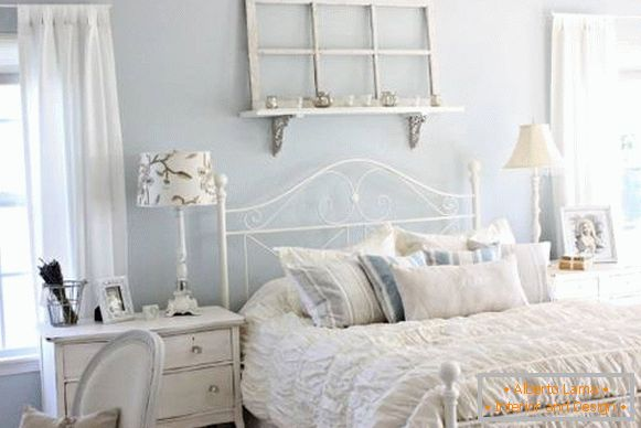 Blue bedroom in the style of a chic chic
