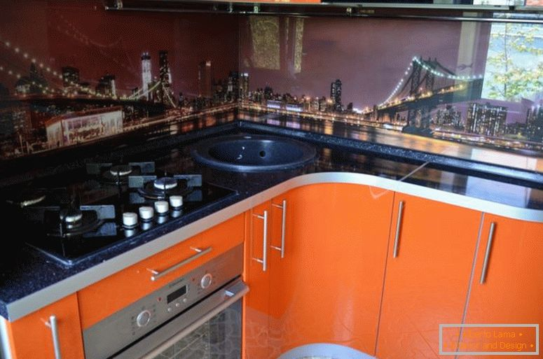 kitchen-in-gomele-glass-panel-with-photo printing