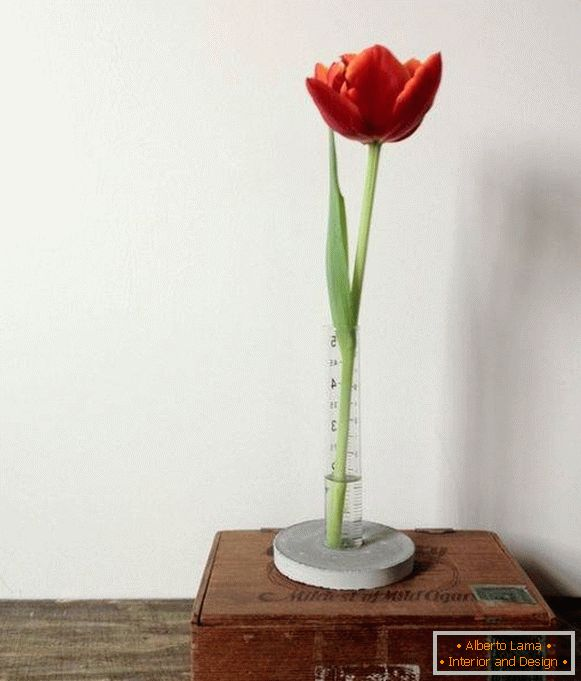 Do it yourself: a stylish flower vase