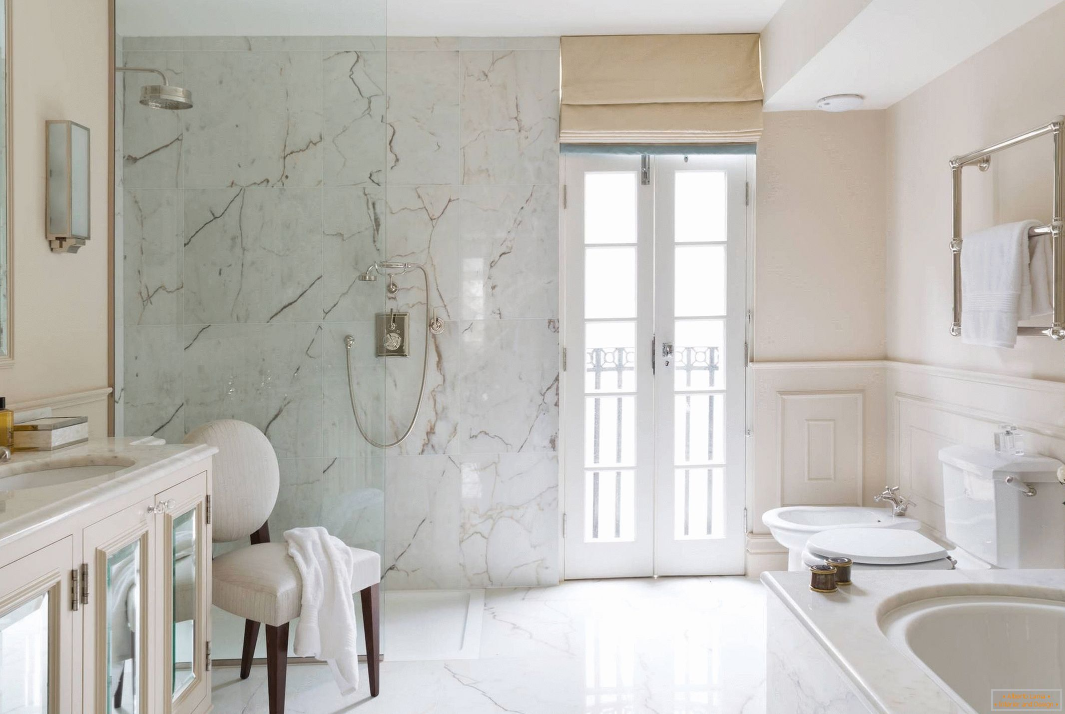 Marble wall and floor in the bathroom